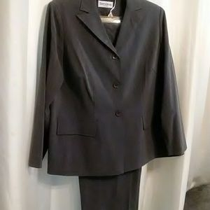 Two piece pant suit lovely Gray